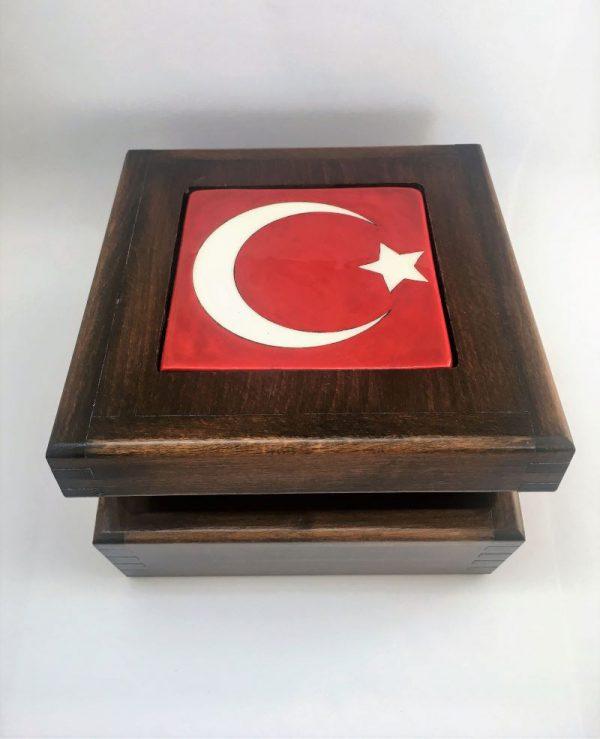 Türk Bayrağı Desenli İznik Çini Ahşap Kutu