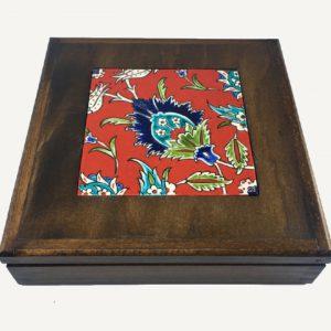 Kırmızı Çicek Desenli İznik Çini Kutu Hediye